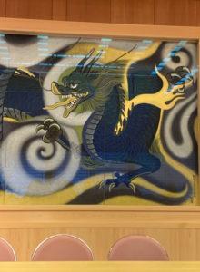 壁に描かれている竜の絵